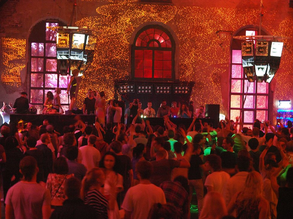Moscow Nightlife A Beginner S Guide Landings And Takeoffs