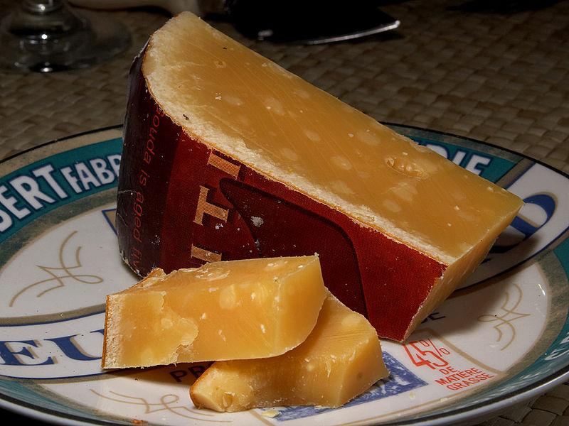 Aged_Gouda_cheese_1
